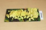 Шаг 4. Почистить и нарезать картофель.