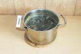 Шаг 8. Добавить тофу и нори в суп и варить на медленном огне 5 минут.