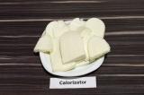 Шаг 3. Адыгейский сыр нарезать пластинами, по количеству кусков хлеба.