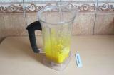 Шаг 2. Апельсин взбить в блендере (если блендер недостаточно мощный, добавить