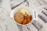 Шаг 2. Тунец смешать со сливочным сыром и остывшими овощами.