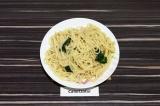 Готовое блюдо: спагетти со шпинатом
