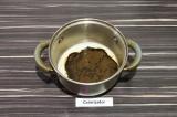 Шаг 2. На плите нагреть молоко и растворить в нем цикорий, постоянно помешивая.