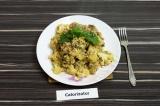 Готовое блюдо: рис с овощами в соевом соусе