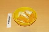 Шаг 2. Очистить и нарезать апельсин.