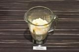 Шаг 3. Поместить все ингредиенты в чашу блендера и взбивать минуту.