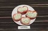 Шаг 5. Наполнить помидорные формочки творожной массой и убрать в холодильник
