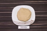Шаг 1. Из овсяной муки, овсяного молока, масла, соли и сахара замесить тесто.