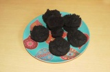 Готовое блюдо: черные маффины