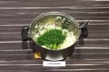 Шаг 3. Сделать картофельное пюре, добавить укроп и специи. Все тщательно перемеш