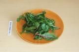 Шаг 4. Помыть и нарезать немного микс салата.
