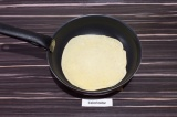 Шаг 4. Испечь блинчики на антипригарной сковороде.