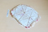 Шаг 8. Разрезать пласт на порционные кусочки и отправить в духовку на 20 минут