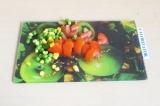 Шаг 5. Добавить на сковороду остальные овощи.