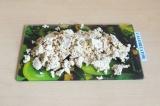 Шаг 6. Размять тофу в крошку. Добавить на сковороду и немного поджарить (минут 5