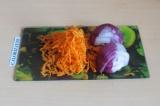 Шаг 5. Пассеровать овощи на сковороде.