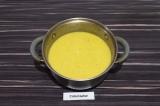 Шаг 8. Пюрировать овощи вместе с бульоном при помощи погружного блендера.