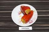 Готовое блюдо: перец с гречкой и адыгейским сыром