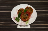 Готовое блюдо: помидоры фаршированные баклажаном