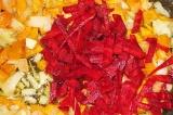 Шаг 3. Свеклу, морковь и лук нарезать соломкой, немного потушить.