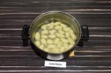 Шаг 7. Отварить ньокки в подсоленной воде до готовности, примерно 5-7 минут.