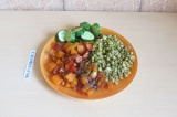Готовое блюдо: маш с овощами