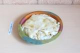 Шаг 9. Полить пирог остатками молока и поставить в духовку на 10 минут при 170 г
