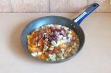Шаг 5. Потушить овощи в молоке и специях в течение 15 минут.