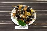Готовое блюдо: баклажан с хлебом запеченный на шпажках
