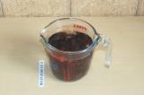 Шаг 2. Залить финики водой на 40 минут или горячей водой на 10.