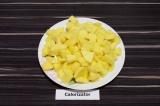 Шаг 2. Картофель нарезать.