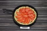 Шаг 8. Выложить помидоры.