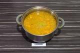 Шаг 8. Влить томатную пасту и томить на медленном огне еще 10 минут.