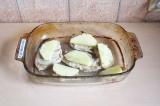 Шаг 9. Выложить ананас на курицу.