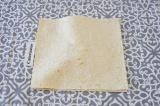 Шаг 4. Накрывать каждый слой другим кусочком лаваша.