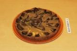 Готовое блюдо: пирог со сливами