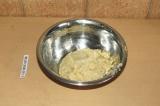 Шаг 6. Соединить цветную капусту, семя льна, 80 гр. сыра, соль перец и специя