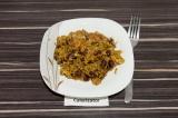 Готовое блюдо: полба с фасолью и копченым сыром